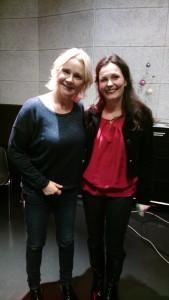 """Eugenie met Conny Kraaijeveld, presentatrice bij """"Aan Tafel"""" RTV Utrecht"""
