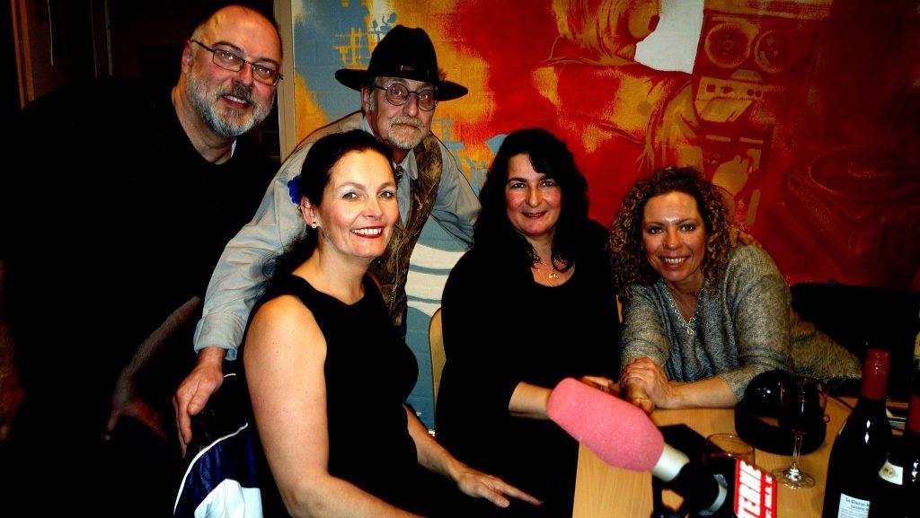 v.l.n.r. Frans van Aken, Eugenie Monaco, Rudy Minnaert, Gabien Lambert, Sandra Bakker.  In het programma van Rudy MInnaert van Radio TERNEUZENFM  (2015)